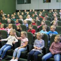 Publiczność w czasie spotkania autorskiego z Ewą Chotomską w Koszalińskiej Bibliotece Publicznej