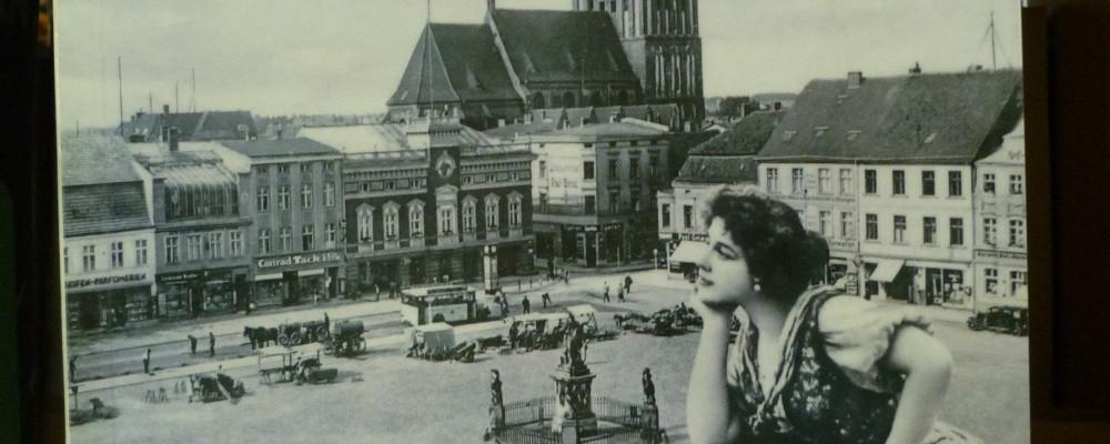 na zdjęciu książka Piotr Polechoński